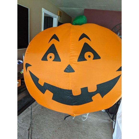 Gemmy Giant inflatable pumpkin 6 ft Halloween lawn